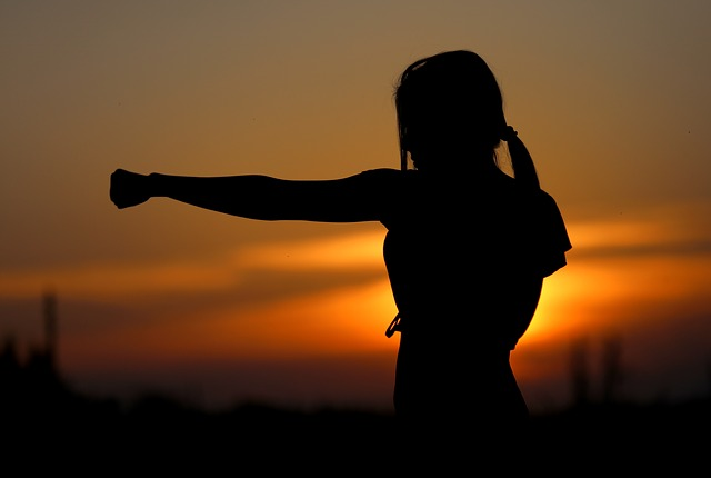 woman doing karate at sunset enjoying the best karate classes in Dubai