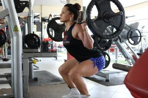 woman doing the barbell squat
