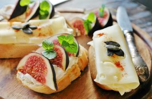 Little sandwiches with figs