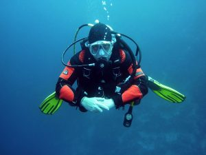 Diving - one of the most popular traditional sports in UAE.