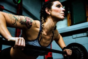 A woman using the best Crossfit equipment.