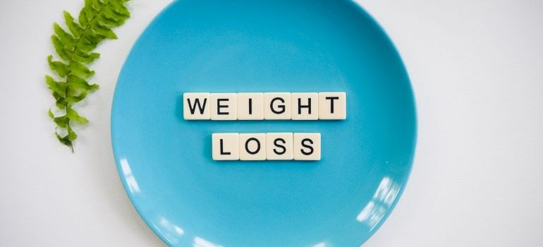 A plate with weight loss spelled in little cubes.