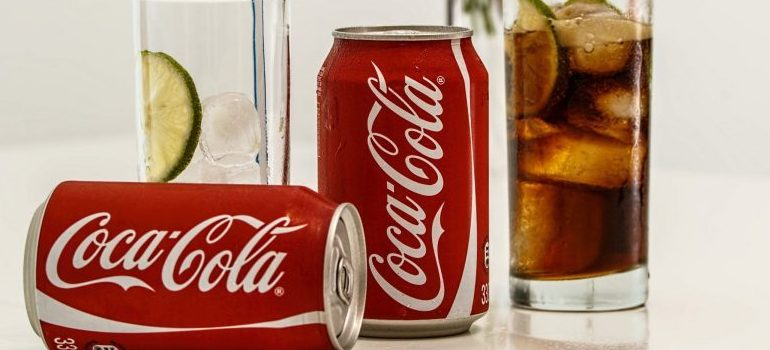 coca cola in cans and glasses