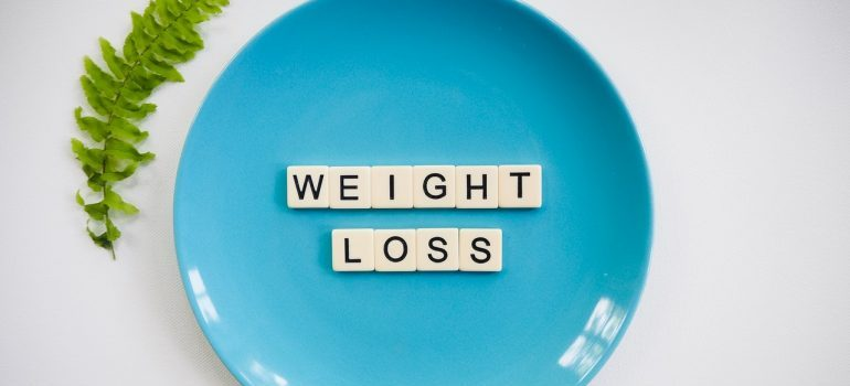 a blue plate with weight loss spelled on it