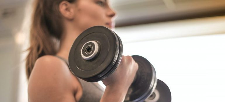 workout, woman using weights