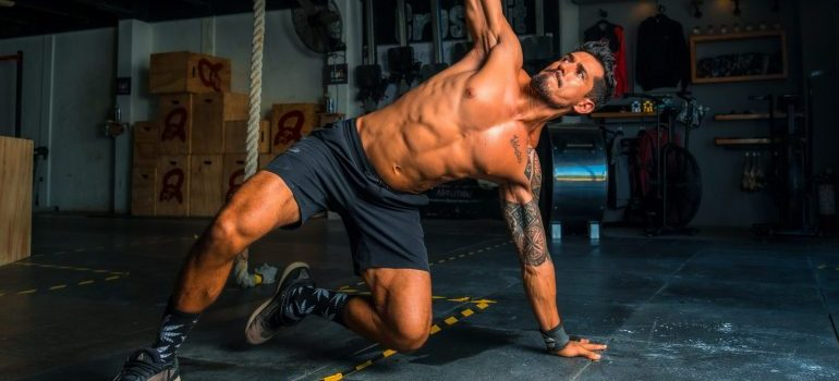 A guy in the gym  - CrossFit workouts to build muscle