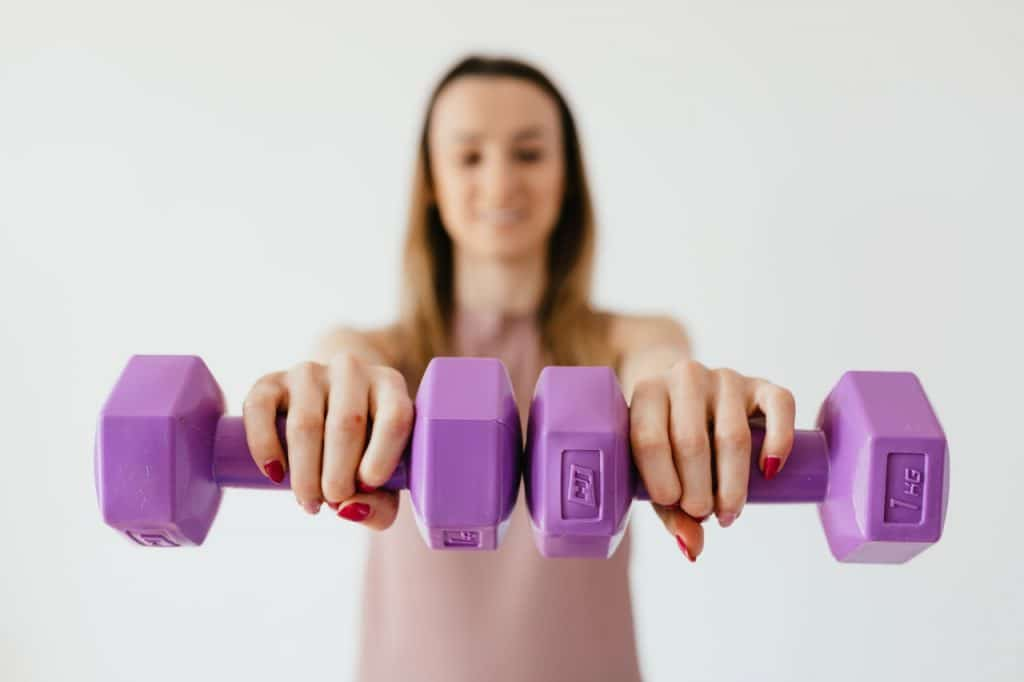 Girl lifting a pair of weights.